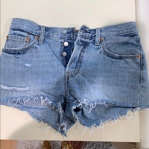 Distressed light wash Levi shorts